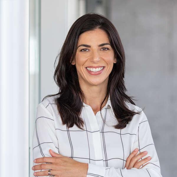 femme-sourire-relation-client