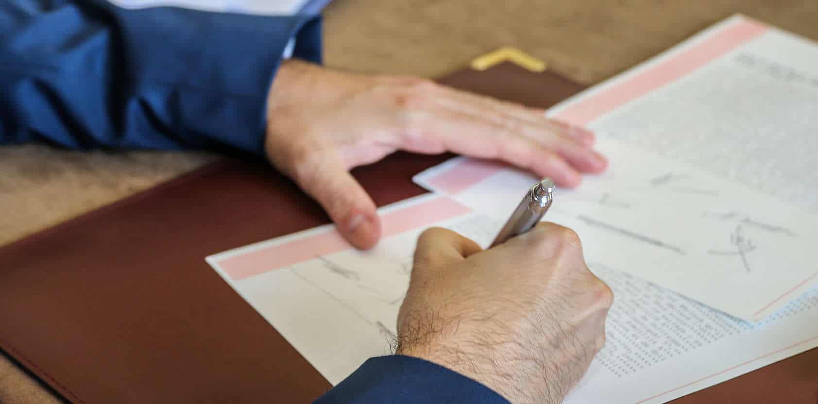 signature-contrat-public